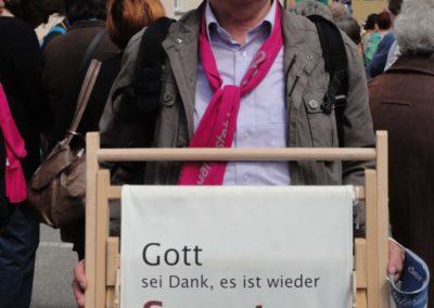 KAB-Vorstand G. Übelacker Liegestuhl-Demo