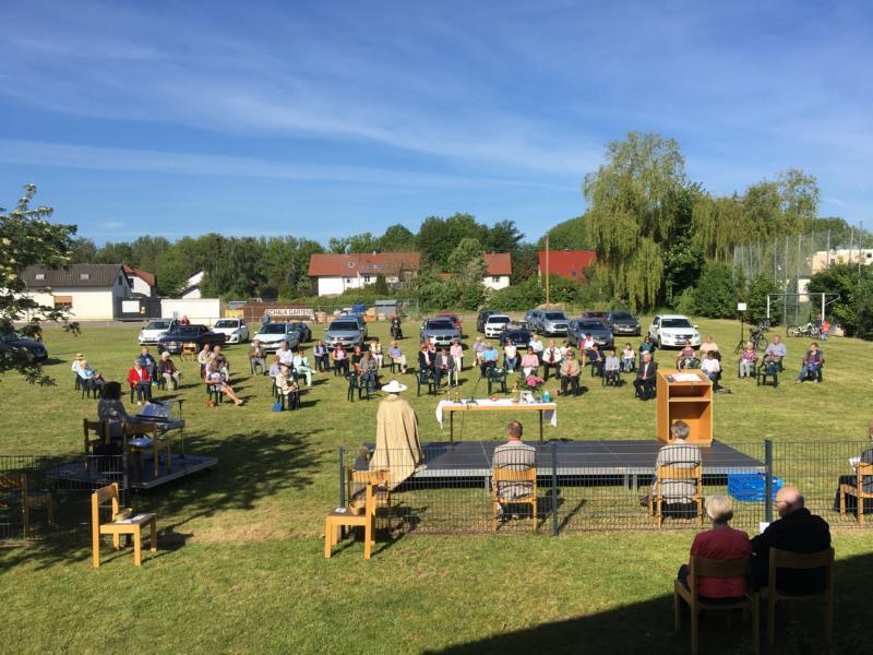 Sonntag, 12. Juli: Hl. Messe am Sportplatz